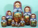 Матрешки - матрешки привезены в Россию из Японии в 18 веке и приобрели колоссальную популярность. Форма матрешек  лаконично и обобщенно повторяет облик человека. Каждая матрешка разбирается на две части и содержит внутри  подобную самой себе, но уменьшенную форму. Каждая  такая форма называется «место». Больше всего распространены матрешки из 3, 5, 7 и 10 мест, но есть матрешки, которые состоят из 15, 20 и даже 30 мест. В 20 веке во всем мире стали считать матрешку русским культурным продуктом